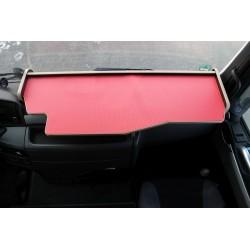 MAN TGX durchgehender LKW-Tisch Kante beige Anirutschmatte rot Beispielbild