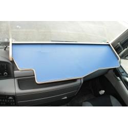 MAN TGX durchgehender LKW-Tisch Kante beige Anirutschmatte blau Beispielbild