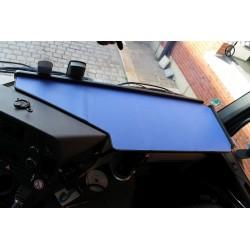 Mercedes Actros Giga Space MP4 & MP5 durchgehender LKW-Tisch Kante schwarz Anirutschmatte blau Beispiel