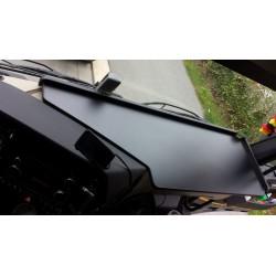 Mercedes Actros Giga Space MP4 & MP5 durchgehender LKW-Tisch Kante schwarz Anirutschmatte schwarz für das Armaturenbrett