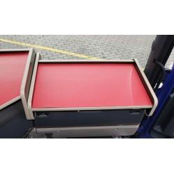 Scania G Ablagetisch Beifahrerseite Kante beige Anirutschmatte rot im Fahrerhaus montiert
