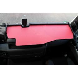 MAN TGX durchgehender LKW-Tisch mit Ausschnitt Kante schwarz Matte rot auf dem Armaturenbrett