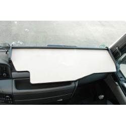 MAN TGX durchgehender LKW-Tisch Kante schwarz Antirutschmatte beige Beispielbild