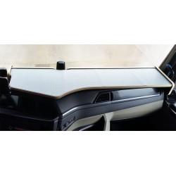 MAN TGX  ab 2020 durchgehender LKW-Tisch Kante beige Antirutschmatte grau